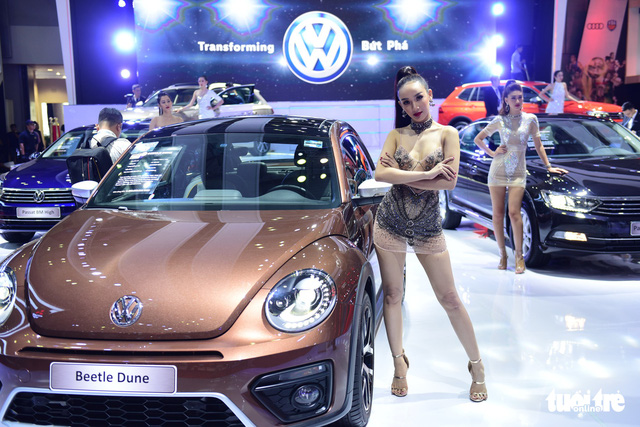Những người đẹp hâm nóng triển lãm xe Vietnam Motor Show 2018 - Ảnh 10.