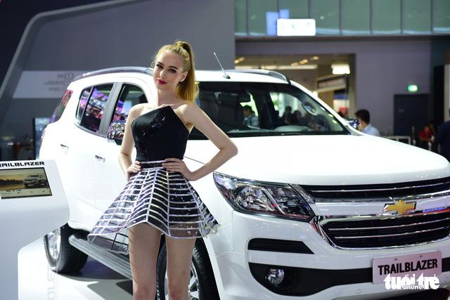 Những người đẹp hâm nóng triển lãm xe Vietnam Motor Show 2018 - Ảnh 13.
