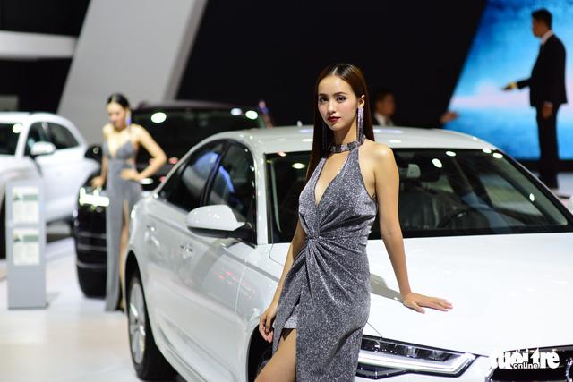 Những người đẹp hâm nóng triển lãm xe Vietnam Motor Show 2018 - Ảnh 16.