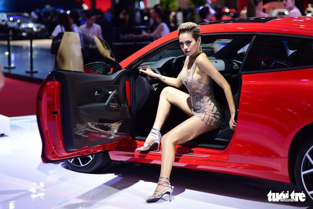 Những người đẹp hâm nóng triển lãm xe Vietnam Motor Show 2018 - Ảnh 15.