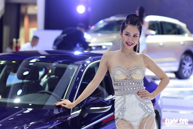 Những người đẹp hâm nóng triển lãm xe Vietnam Motor Show 2018 - Ảnh 14.