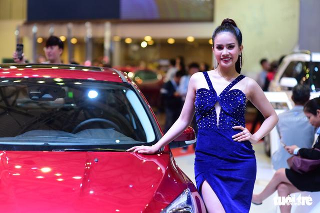 Những người đẹp hâm nóng triển lãm xe Vietnam Motor Show 2018 - Ảnh 11.