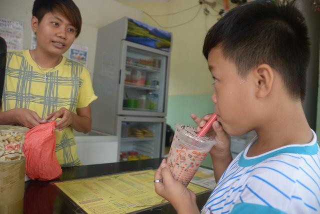 Cứ 5 người Sài Gòn có một người mua trà sữa? - Ảnh 1.