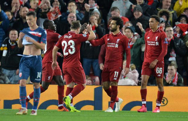 Salah lập cú đúp, đưa Liverpool lên ngôi đầu - Ảnh 1.