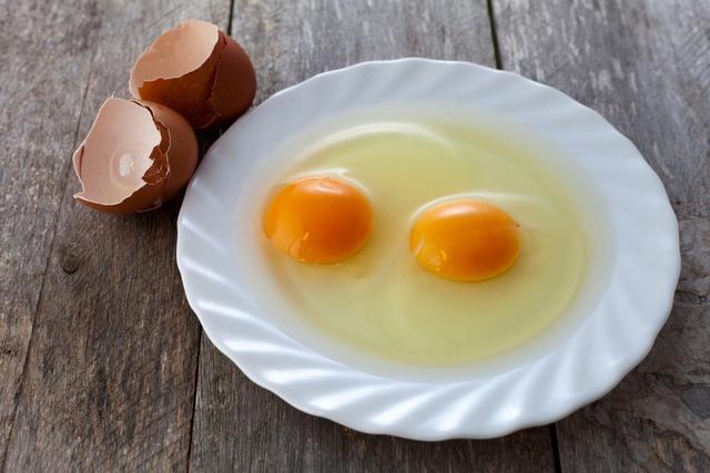 Những thực phẩm làm giảm nguy cơ thoái hóa điểm vàng - Ảnh 1.