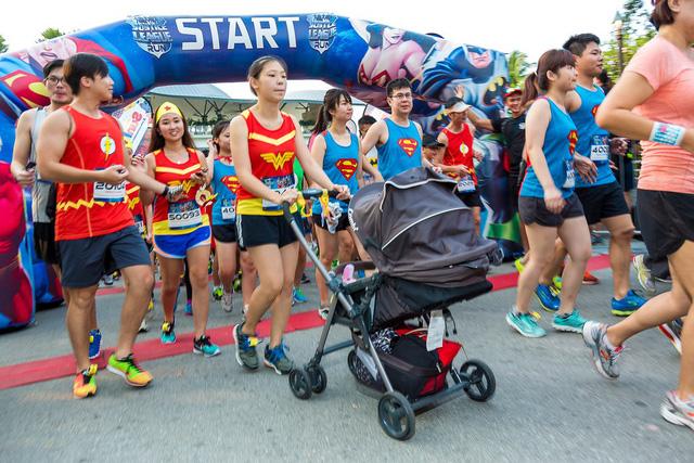 Chạy bộ cùng 7 siêu anh hùng tại TP.HCM - Ảnh 2.