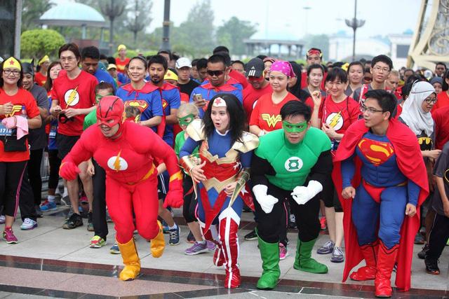 Chạy bộ cùng 7 siêu anh hùng tại TP.HCM - Ảnh 1.
