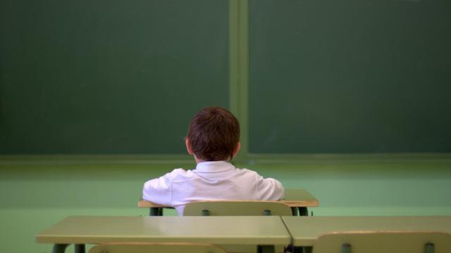 Anh dạy học sinh đối phó cô đơn - Ảnh 1.