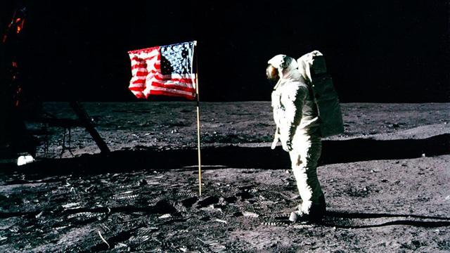 Chuyện giờ mới kể về cuộc chinh phục Mặt trăng của Mỹ - Ảnh 1.