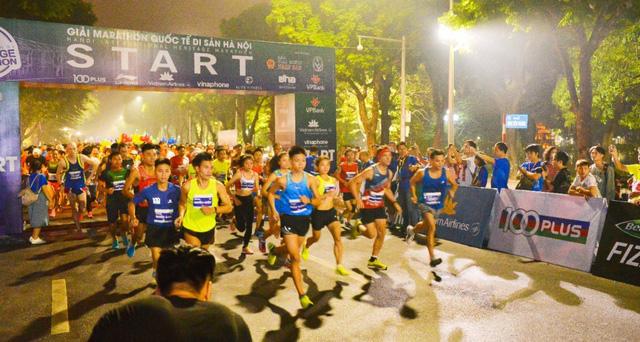 Nhìn lại giải Marathon Quốc tế Di sản Hà Nội 2018 - Ảnh 1.