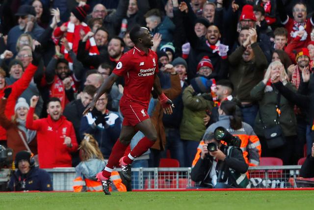 Đè bẹp Cardiff, Liverpool chiếm ngôi đầu bảng - Ảnh 1.