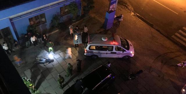 Tạm giữ khẩn cấp ba nghi phạm vụ hỗn chiến chết người trong đêm - Ảnh 2.