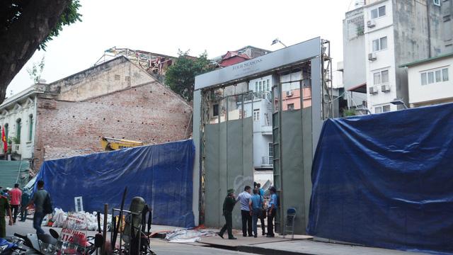 Vụ bà cụ thoát chết ở Hà Nội: tường sập khi đang phá dỡ nhà - Ảnh 2.