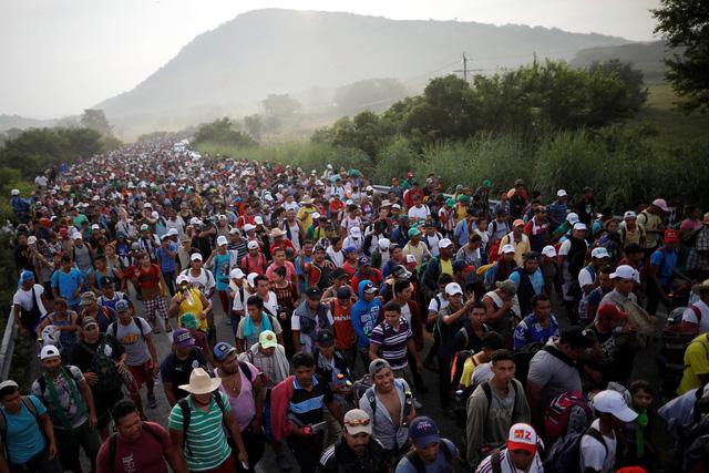 Đoàn di dân hàng ngàn người rùng rùng tiến đến Mỹ - Ảnh 1.