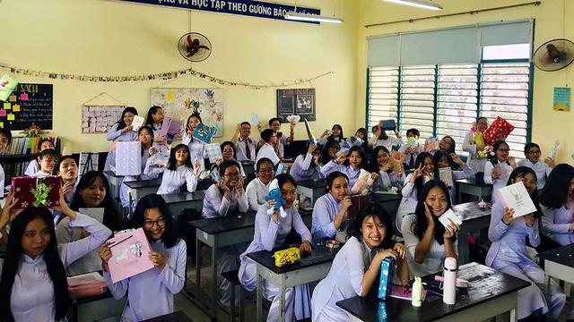 Học trò Sài Gòn tặng nhau... bịch muối để tình bạn đậm đà hơn - Ảnh 4.