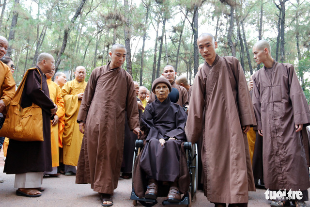Thiền sư Thích Nhất Hạnh về đến tổ đình Từ Hiếu - Ảnh 5.
