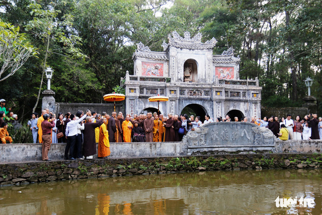 Thiền sư Thích Nhất Hạnh về đến tổ đình Từ Hiếu - Ảnh 6.