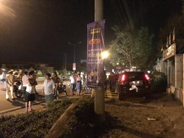 Phó công an Đồng Xoài lái ôtô tông nhiều xe máy, 2 người nhập viện - Ảnh 2.
