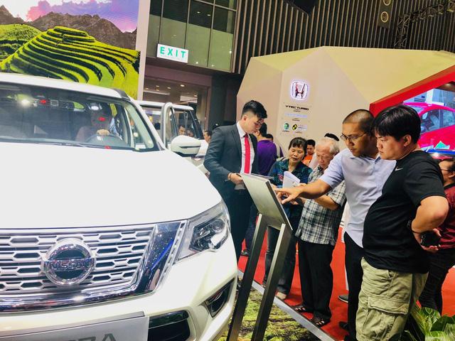 Vietnam Motor Show 5 ngày bán được 880 xe hơi - Ảnh 1.