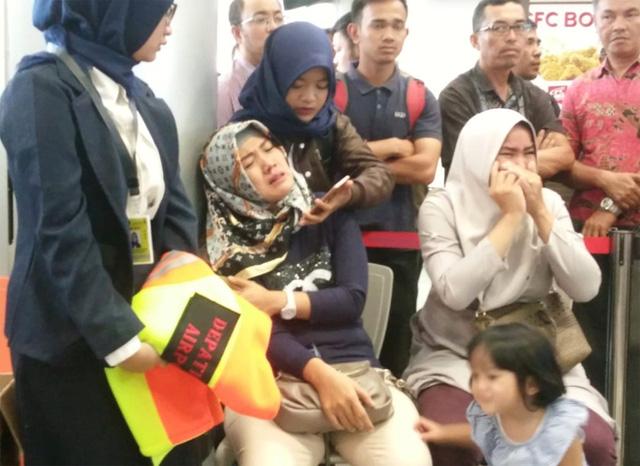 Máy bay chở 189 người của Indonesia rơi xuống biển - Ảnh 6.