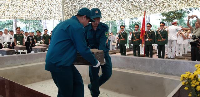 Đồng Nai tổ chức lễ an táng 13 liệt sĩ chưa biết tên - Ảnh 3.