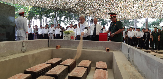 Đồng Nai tổ chức lễ an táng 13 liệt sĩ chưa biết tên - Ảnh 7.
