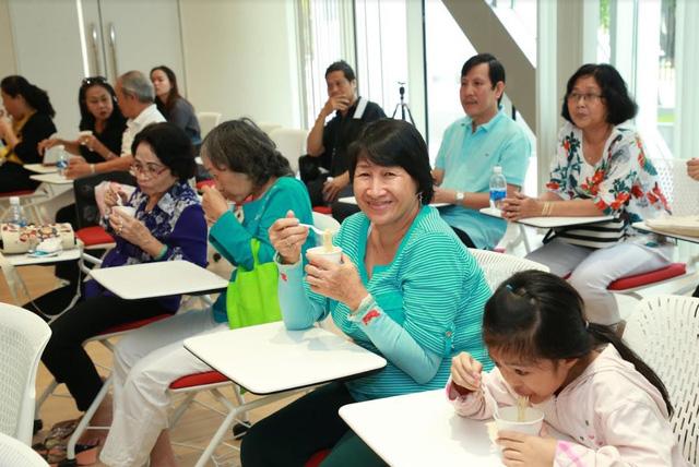 Hơn 10.000 người tham quan nhà máy Acecook Việt Nam mỗi năm - Ảnh 5.