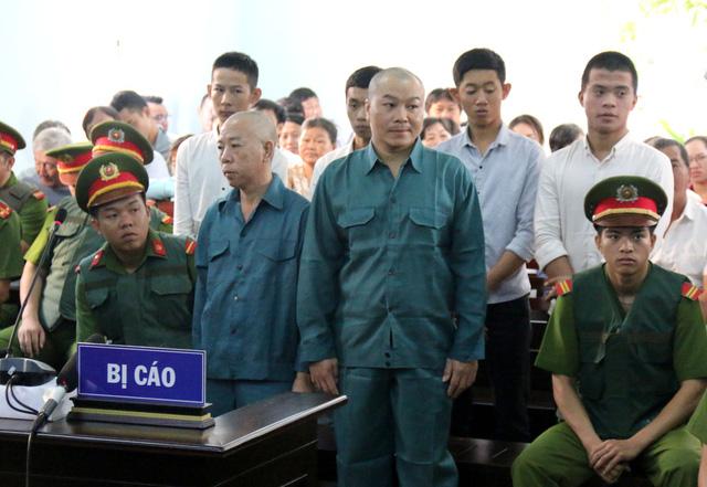 30 bị cáo gây rối, đốt phá trụ sở UBND Bình Thuận lãnh án tù - Ảnh 2.
