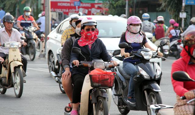 Trời Sài Gòn se lạnh như đầu đông - Ảnh 1.