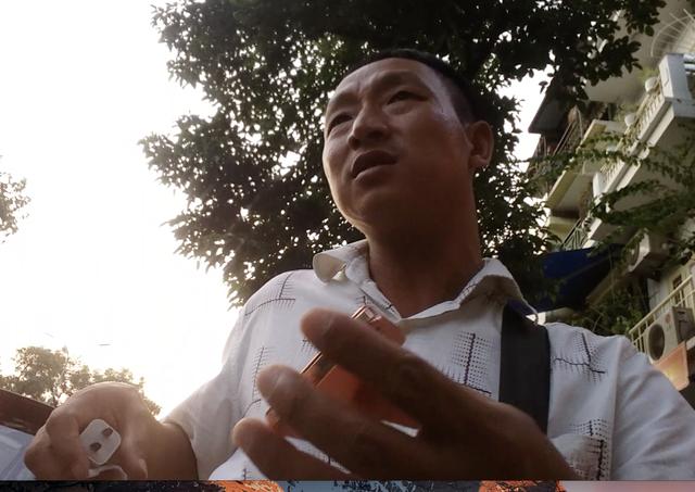 Công an triệu tập nhóm trấn lột du khách khu vực hồ Hoàn Kiếm - Ảnh 3.