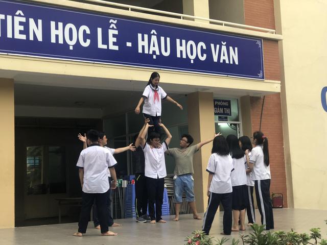 Sở GD-ĐT TP.HCM không nhận hoa, quà nhân Ngày nhà giáo Việt Nam - Ảnh 1.
