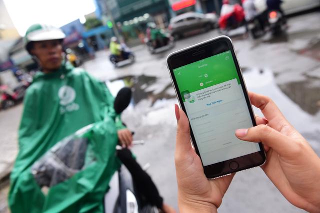 Vụ chuyển đổi ví điện tử: Grab xin lỗi vì khiến khách hàng 'nổi giận' - Ảnh 1.