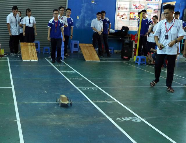 Học sinh cấp 3 Sài Gòn hào hứng  đua xe thế năng - Ảnh 2.