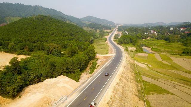 Hòa Bình gánh nợ cho đường BOT nối với Hà Nội - Ảnh 1.