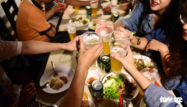 Lạm dụng rượu bia, phải xử thật nghiêm! - Ảnh 1.