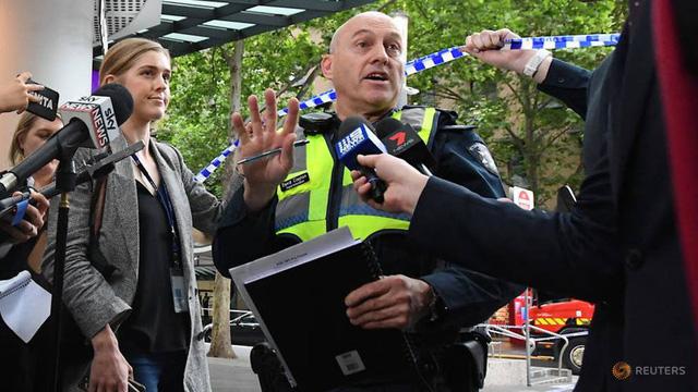 IS nhận trách nhiệm vụ đâm dao tại trung tâm Melbourne - Ảnh 1.