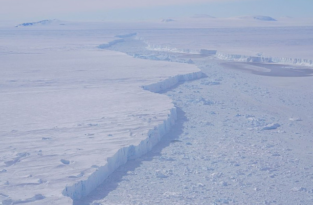 Phát hiện thành phố băng trôi khổng lồ ở Nam Cực - Ảnh 1.