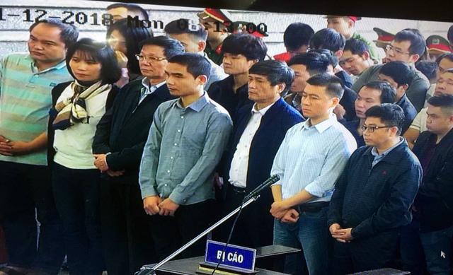 Cựu trung tướng Phan Văn Vĩnh trả lời nhầm câu hỏi của tòa - Ảnh 2.