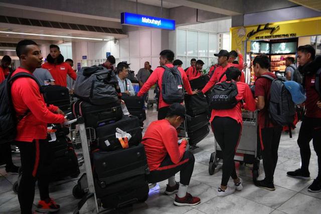 Tuyển Singapore mất 10 tiếng đến Philippines đấu trận thứ 2 AFF Suzuki Cup - Ảnh 1.