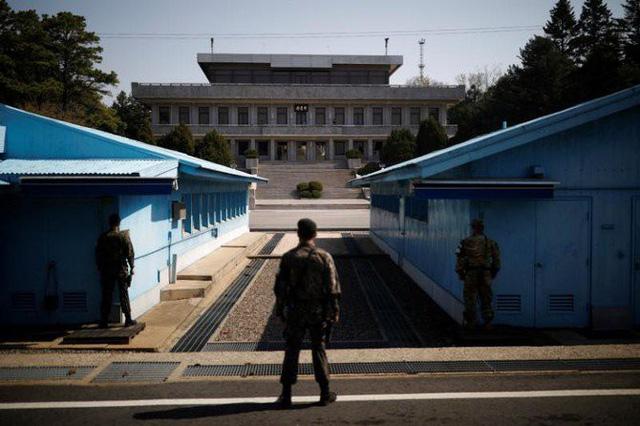 Hàn Quốc - Triều Tiên bắt đầu phá hủy các chốt biên phòng - Ảnh 1.