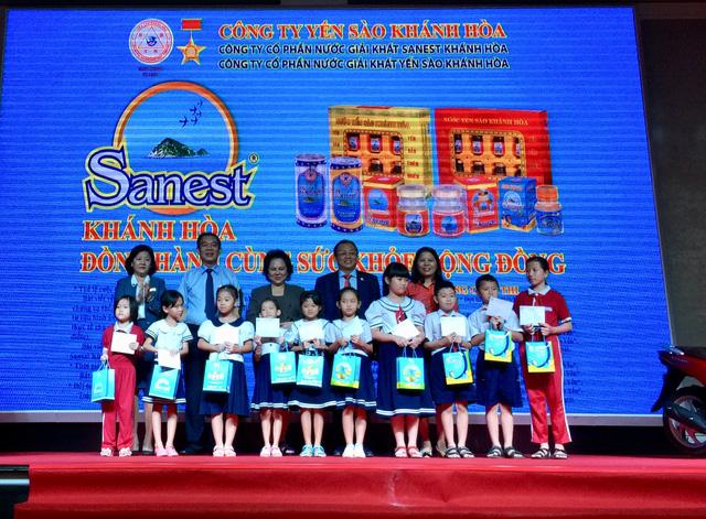 """Trao thưởng đợt 3 - Chương trình khuyến mãi """"Sanest Khánh Hòa - Niềm tự hào thương hiệu Việt Nam"""" - Ảnh 2."""