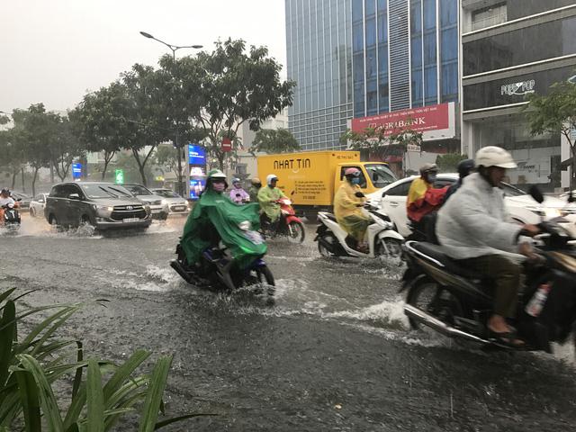 Biển Đông sắp có áp thấp, mưa diện rộng - Ảnh 1.