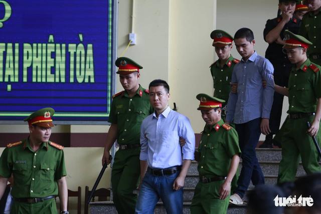 Cựu trung tướng Phan Văn Vĩnh trả lời nhầm câu hỏi của tòa - Ảnh 3.