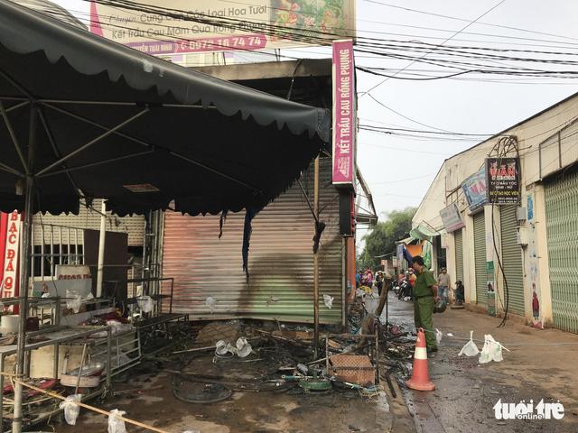 Vụ phóng hỏa đốt shop hoa người tình: bị chia tay vì gia đình từ chối - Ảnh 1.
