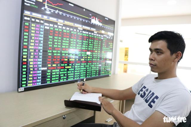 Cổ phiếu bất động sản kéo VN Index tăng trưởng - Ảnh 1.
