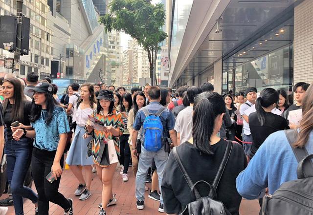 Lễ độc thân - Ngày hội mua sắm của người Trung Quốc - Ảnh 1.