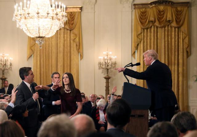 Đài CNN kiện ông Trump vì 'cấm cửa' nhà báo vào Nhà Trắng - Ảnh 1.