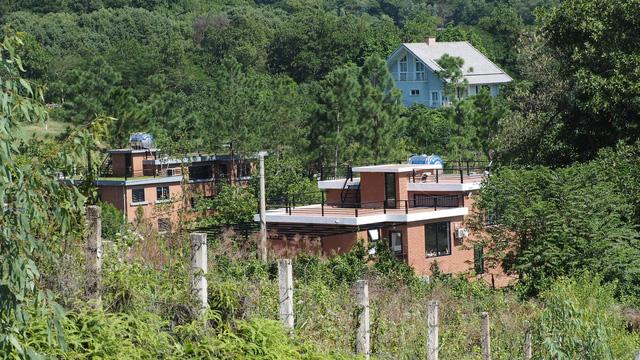 Công trình vi phạm trên đất rừng Sóc Sơn sẽ bị cưỡng chế phá dỡ - Ảnh 1.