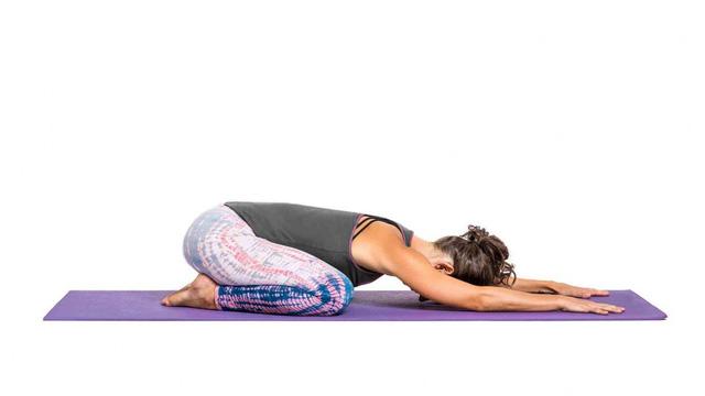 Bài tập yoga chữa thoát vị đĩa đệm - Ảnh 1.