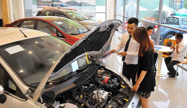 Khách hàng kêu phí trước bạ xe hơi cao, thuế nói quy định - Ảnh 1.